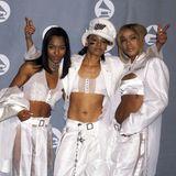 """1996  Gruppen-Looks waren auf dem Grammy-Carpet lange eine große Sache.Chilli, Lisa """"Left Eye"""" Lopes ( † 2002) und T-Boz vonTLC zeigen das hier eindrucksvoll."""