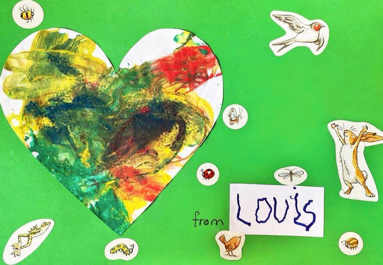 """Und der süße Louis schickt mit mit vielen Farben und österlichen Aufklebern bezaubernd herzliche Grüße an """"Oma Diana"""". Wem geht da nicht das Herz ganz weit auf?"""