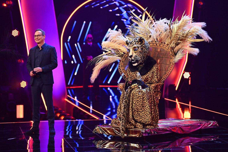Moderator Matthias Opdenhövel und der Leopard