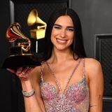 """Heute singt Dua Lipa lieber selbst - und erobert mit ihrer etwasheiser klingenden tiefen Tonlage die Popwelt. Für ihr Album """"Future Nostalgia"""" wird die Britin mit kosovo-albanischen Wurzelnam 14. März 2021 mit dem """"Grammy Award""""ausgezeichnet."""