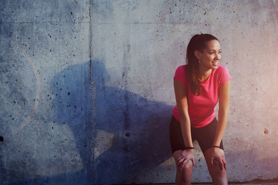 Sportmotivation: Frau in Sportsachen