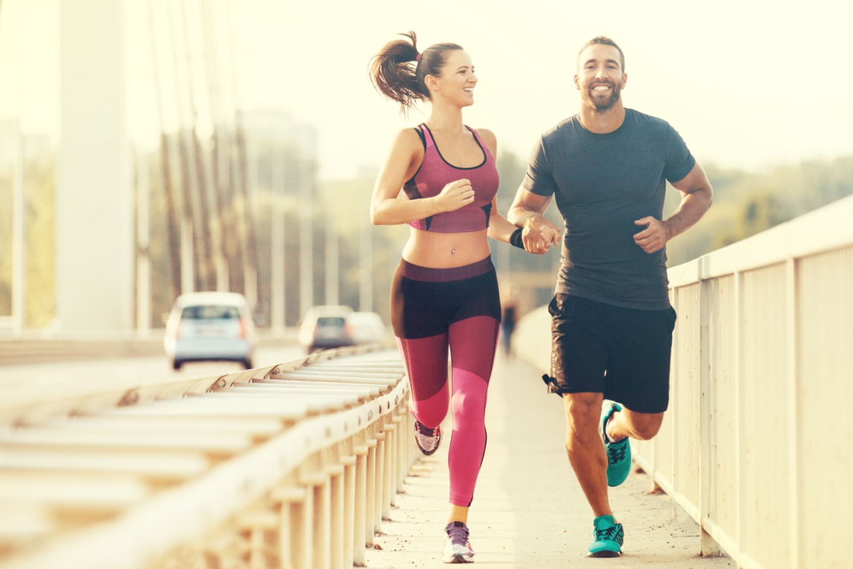 Sportmotivation: Paar beim Joggen