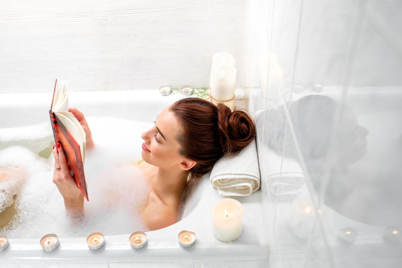 Sportmotivation: Frau in der Badewanne