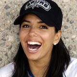 2004  Ob topgestylt oder wie hier ganz natürlich mit Baseballcap bei einem Charity-Softballturnier –mit ihrem herzlichen Lachen hat Eva Longoria schon immer alle anstecken können.