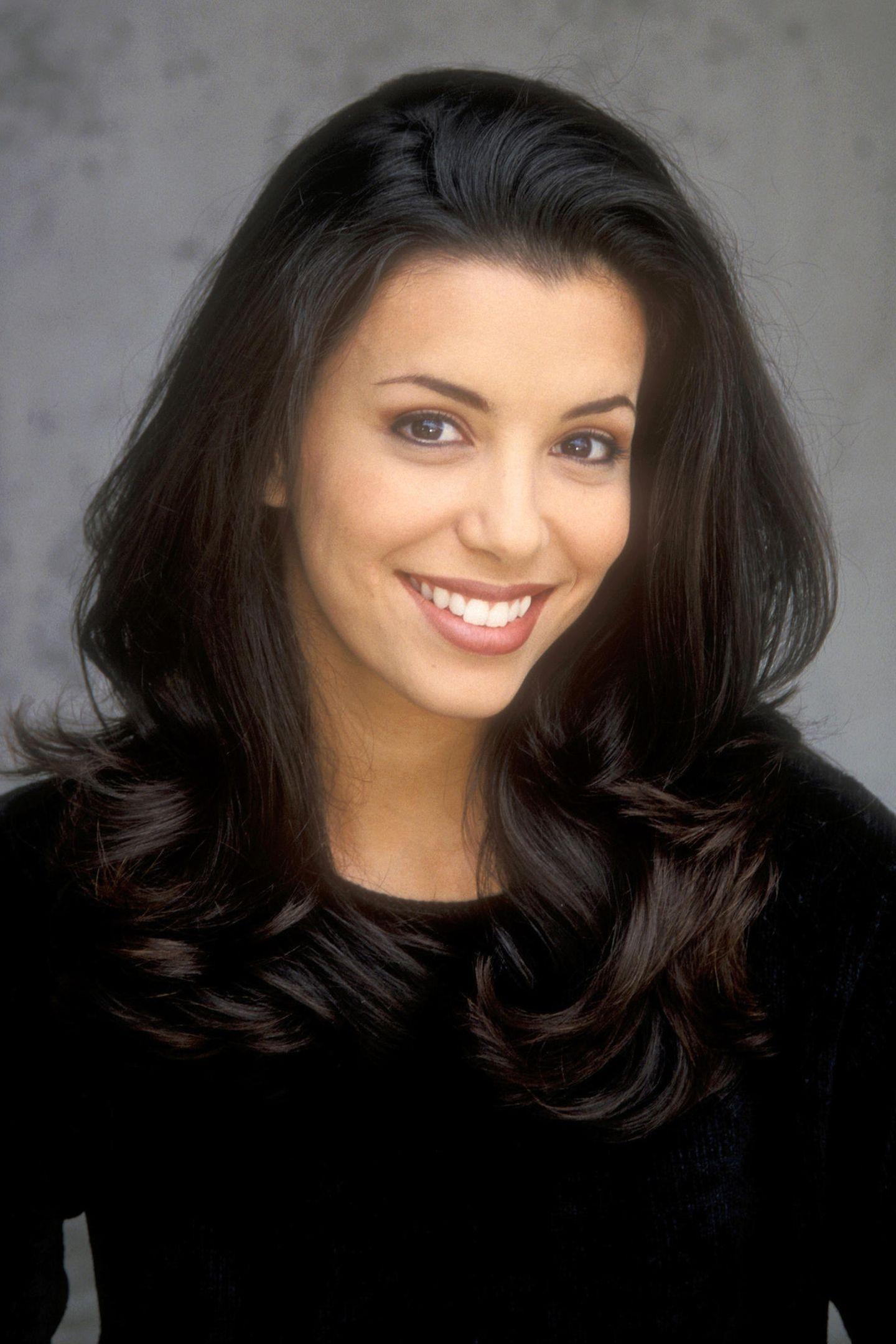 """1998  Mit ihrem Lächeln und ihrer natürlich schönen Ausstrahlung bezauberte die Texanerin Eva Longoria Hollywood schon, bevor sie spätestens mit """"Desperate Housewives"""" ab 2004 weltbekannt wurde."""