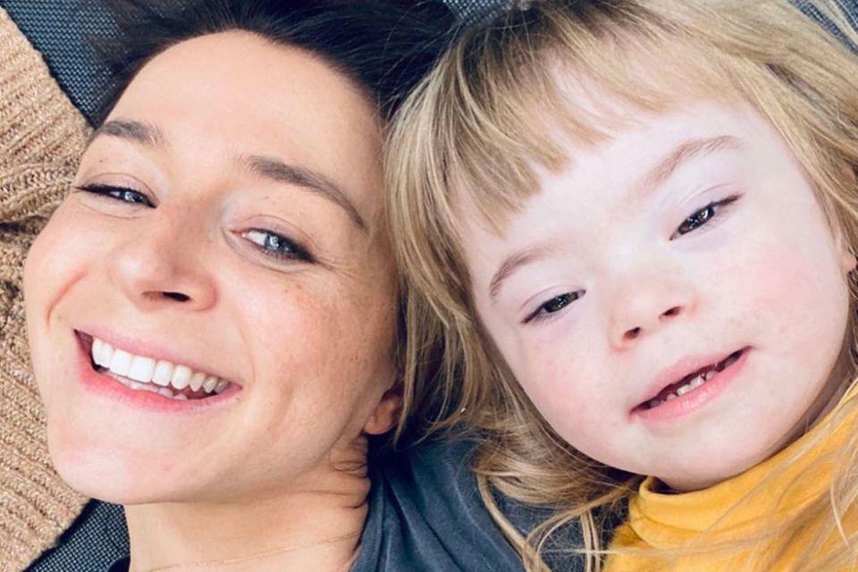 Caterina Scorsone mit ihrer Tochter Pippa.