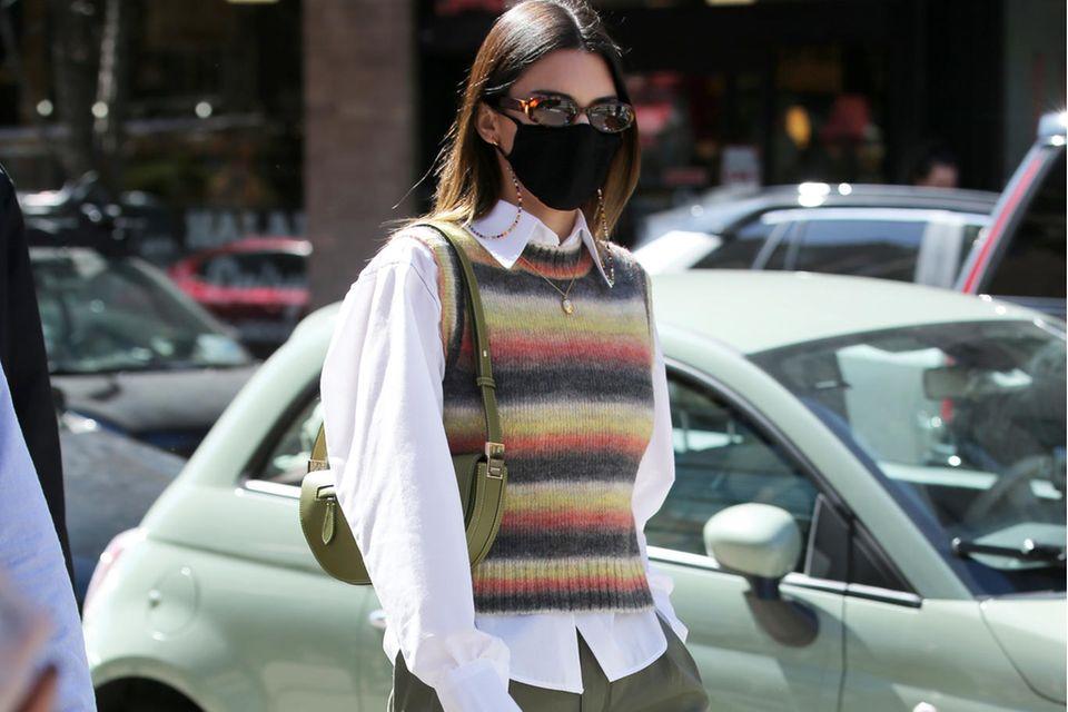 Kendall Jenner im angesagten Preppy-Style.