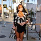 Sexy unterwegs auf dem Santa Monica Boulevard: Im ziemlich knapp bemessenen Schwarz-Weiß-Look erregt Topmodel Winnie Harlow in L.A. aufsehen.