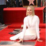 Heute liegt Kristen Bell ganz Hollywood zu Füßen. Ihr natürliches Strahlelächeln hat die Schauspielerin immer noch auf Knopfdruck parat, wenn ein Objektivauf sie gerichtet ist. Allerdings unter erschwerten Bedingen: Ein Blitzlichtgewitter auf dem roten Teppich ist danndoch etwas anderes als die jährliche Fotosession im Klassenzimmer.