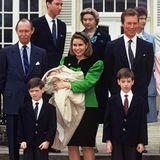 23. März 1991  Dieses Jubiläum ist ein besonderes! Prinzessin Alexandra von Luxemburg, jüngstes Kind des Großherzogpaars Maria-Teresa und Henri wurde vor genau 30 Jahren getauft. Das Gruppenbild mit der Familie und den Taufpaten entsteht auf Schloss Fischbach