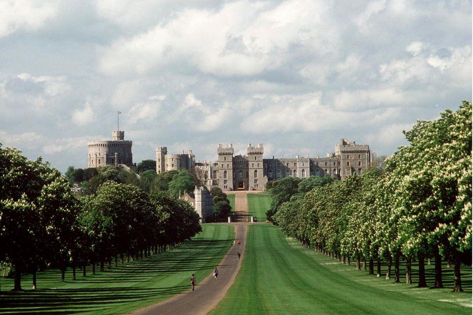 Schloss Windsor. Seine Ursprünge reichen in die Zeit von William dem Erobererzurück. Heute ist es die Wochenendresidenz von Queen Elizabeth.