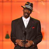 """Hits wie """"Drop it like it's hot"""" oder """"Still D.R.E"""" haben Musikgeschichte geschrieben: Rapper Snoop Dogg blickt bis heute auf eine großartige Karriere zurück. Doch das harte Musik-Business inklusive zahlreicher Tourneen und wenig Schlaf forderten auch seine Tribute. Optisch hat sich der Sänger jedenfalls sehr verändert – wie dieses Foto aus dem Jahr 2008 beweist."""
