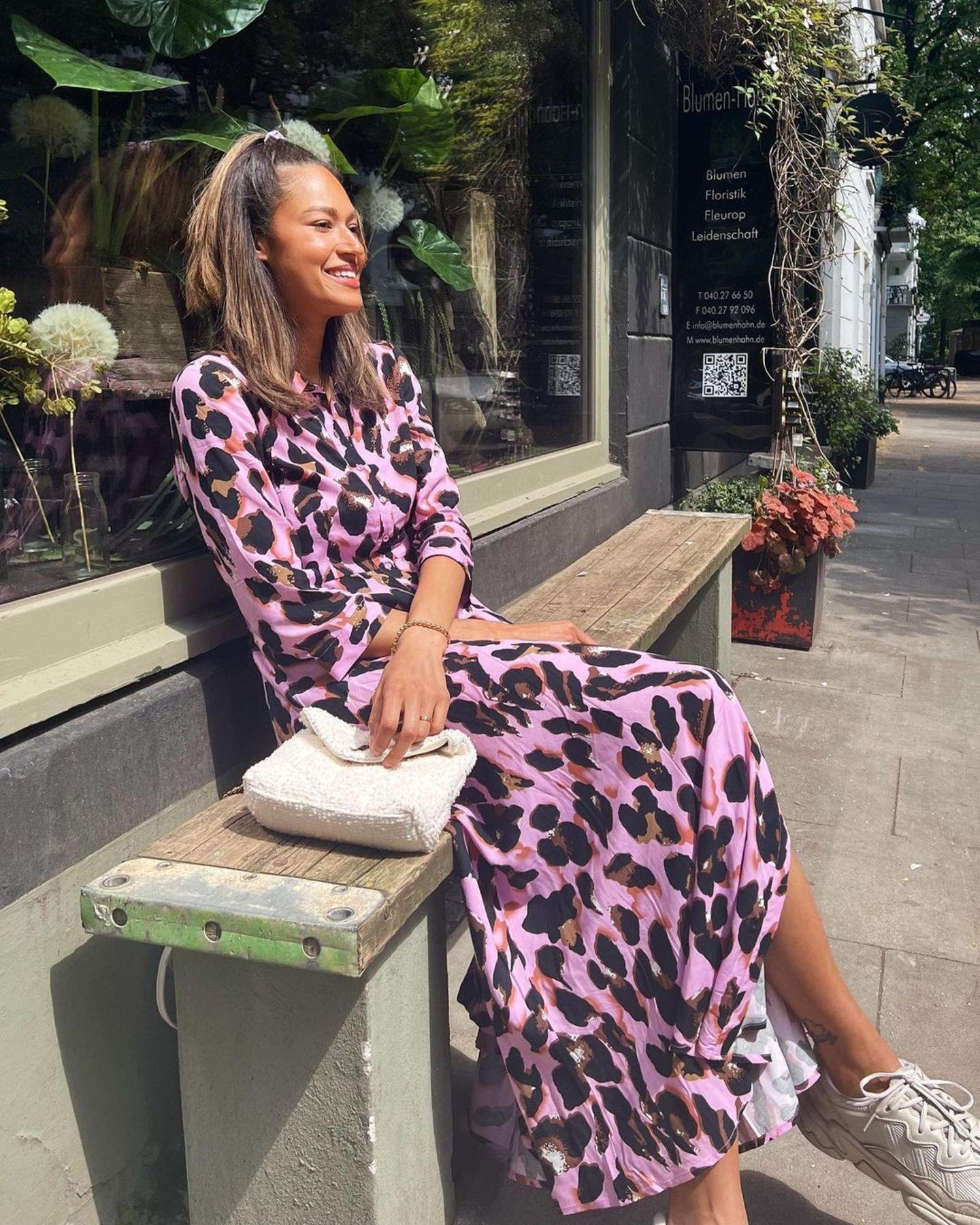 Heute ist Lovelyn 24 Jahre alt und das sieht man. Schmollmund und natürliche Augenbrauen sind zwar nach wie vor ihr Markenzeichen, die Gesichtszüge sind jedoch mittlerweile etwas markanter.