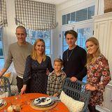 Reese Witherspoon lässt ihre Fans gerne an ihrem bunten Familienleben teilhaben, so natürlich auch an Thanksgiving, dem wichtigsten Familienfest in den USA. Mit Jim Toth und den Kindern - Tennessee, Deacon und Ava - an ihrer Seite hat die erfolgreicheSchauspielerin auch privat ihr Glück gefunden.