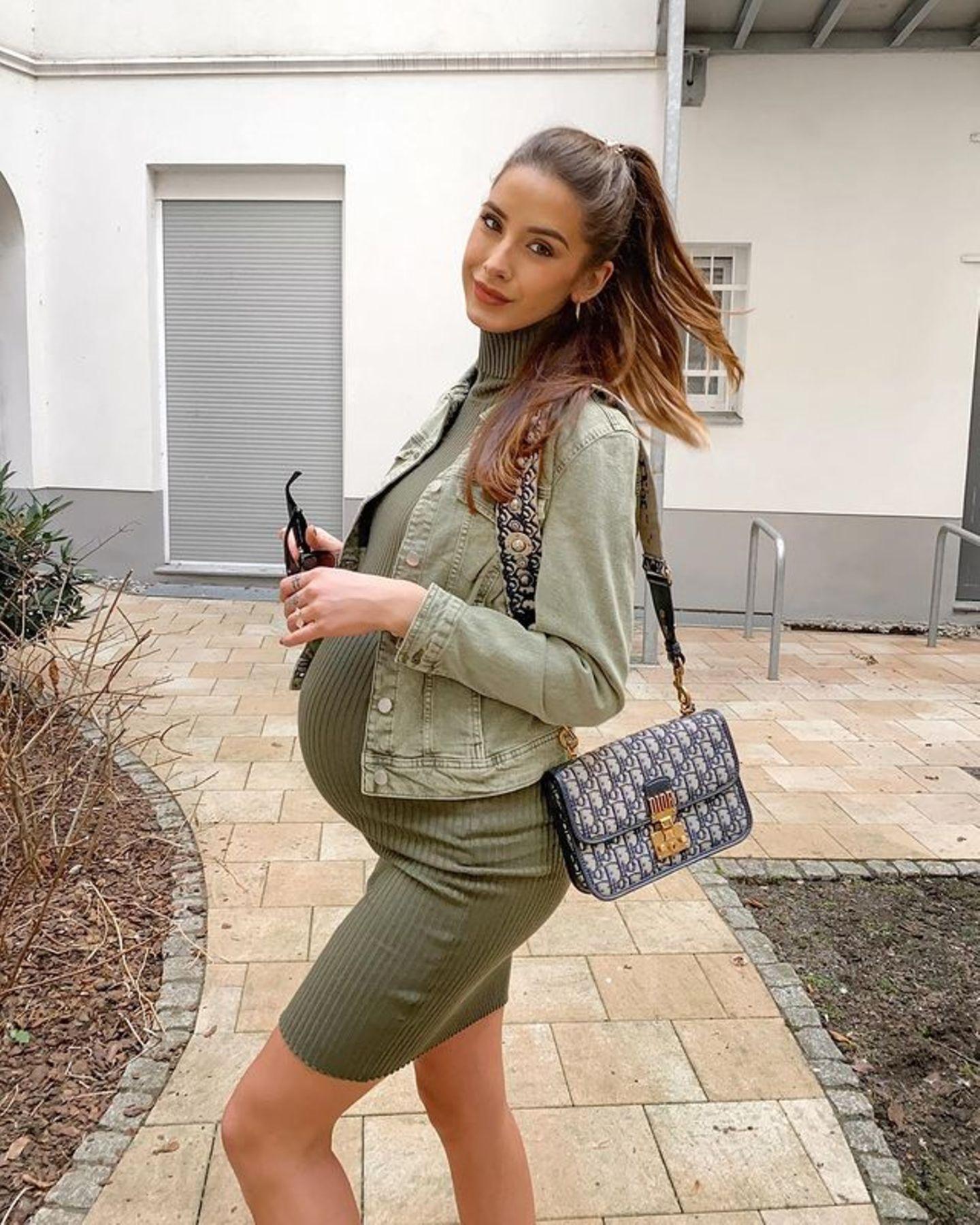 Kugelrund und in einem engen Schlauchkleid mit Rollkragen gehüllt – so hat sich Brenda Patea noch vor wenigen Wochen auf Instagram präsentiert. Mittlerweile ist das Model stolze Mutter einer Tochter. Klein-Mayla hält sie ab jetzt ganz schön auf Trab.