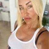 Anfang März post Sarah Connor auf Instagram in ihrem Signature-Look vor der Kamera. Ihr blonder Bob ist bereits seit Längerem ihr absolutes Markenzeichen. Bis jetzt ...