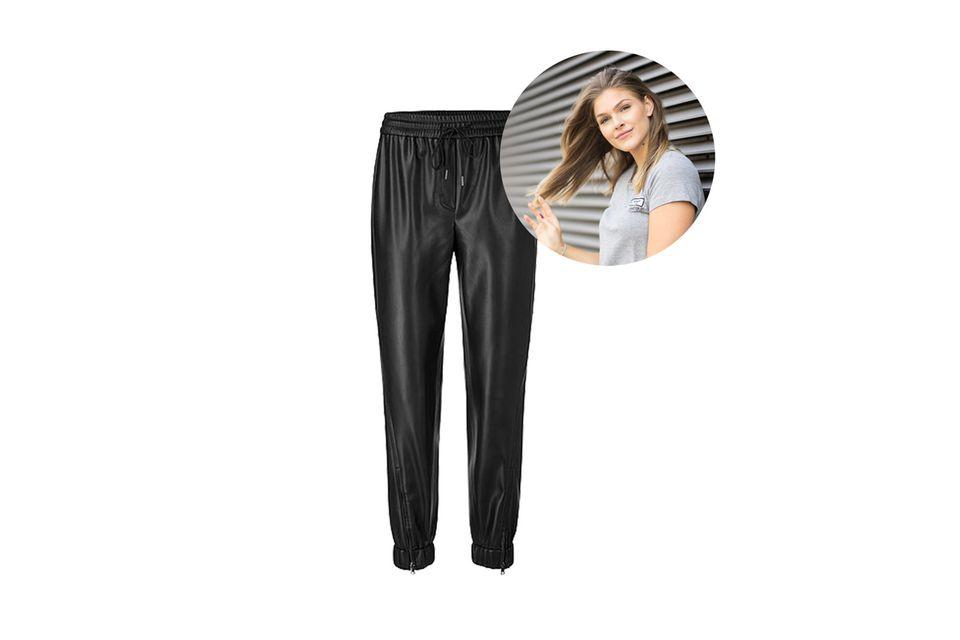 Statt Jogginghosen: Mode- und Beautyredakteurin Friederike setzt jetzt auf Lederhosen im lässigen Stil von Marc Cain.