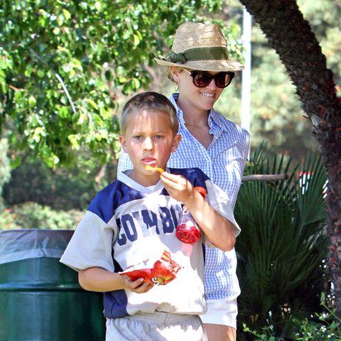 Kleiner als die Mama?Das war mal!Deacon Phillippe, 2003 geboren und das zweite Kind von Reese Witherspoon und Ryan Phillippe ist mittlerweile ein junger Mann, auf den seine Mama mächtig stolz ist.