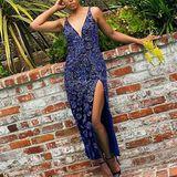 Im dunkelblauen Kleid von Etro zeigt sich Kerry Washington für die SAG Awards 2021. Das Kleid ist mit kleinen Swarovski-Kristallen besetzt. Die passende Kopfbedeckung darf natürlich auch nicht fehlen.