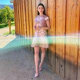 Lily Collins wählt für die SAG Awards ein weniger klassisches Outfit. Das Minikleid vonGeorges Hobeika ist komplett mit Steinen und Perlen besetzt. Durch den A-Linien-Schnitt und die Mini-Länge wirkt es trotzdem richtig modern.
