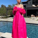 Ein Traum in Pink! Für die SAG Awards 2021 strahlt Schauspielerin Kaley Cuoco in diesem tollen Kleid vonPrabal Gurung. Die großen Rosen-Details lassen Kaley aussehen, wie eine Prinzessin.
