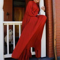 Für die SAG Awards 2021 trägt 74-jährige Glenn Close trägt eine lange Robe von Oscar de la Renta. Die Farbe lässt sie richtig frisch aussehen.
