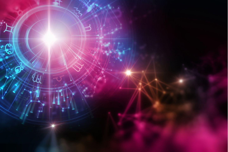 Sternzeichen Symbole: Bunter Kosmos mit Tierkreiszeichen.