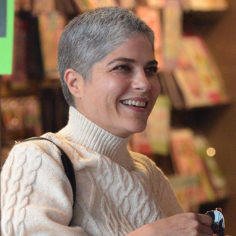 Selma Blair: Sie posiert oben ohne am Strand