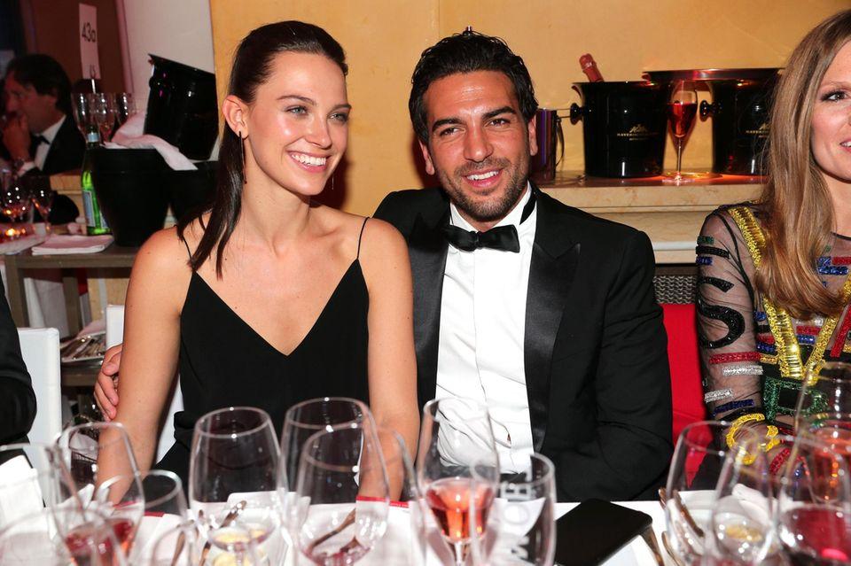 Dr. med. Julia Czechner und Schauspieler Elyas M'Barek waren 2016 nur wenige Monate ein Paar. Trotzdem begleitete sie ihn zu mehreren Preisverleihungen und Veranstaltungen.