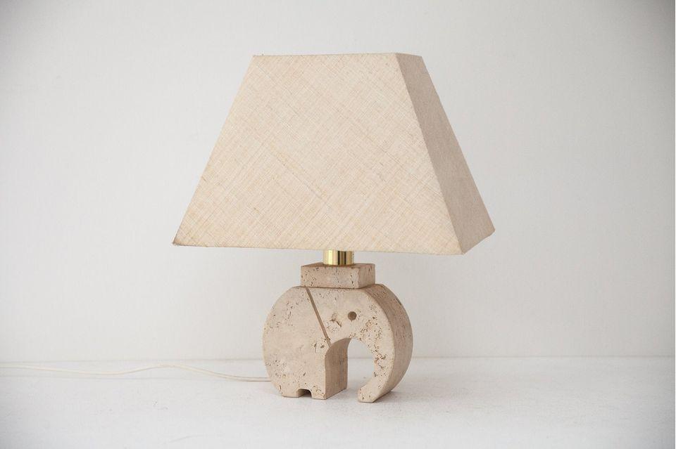 Deko-Trends 2021: Lampe aus Travertin