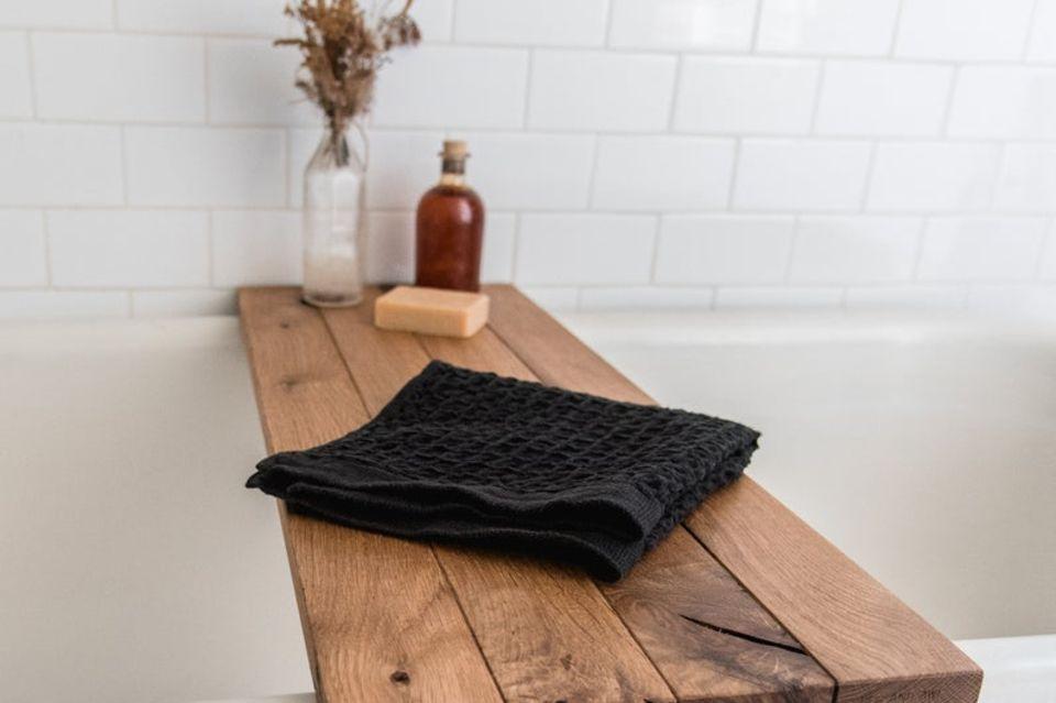 Deko-Trends 2021: Badewannenbrett aus Holz
