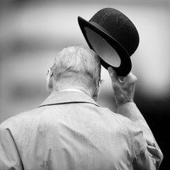 9. April 2021  Nun ist es traurige Gewissheit: Prinz Philip stirbt im Alter von 99 Jahren. Der Herzog von Edinburgh ist für immer von uns gegangen.