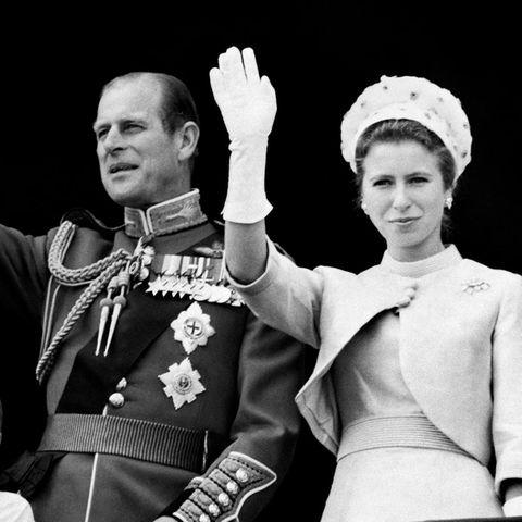 Prinz Philip und Prinzessin Anne auf dem Balkon des Buckinham Palastes im Juni 1970