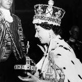 Juni 1953  Am 2. Juni 1953 wird Elizabeth zur Königin des Vereinigten Königreichs, Kanadas, Australiens, Neuseelands, Südafrikas, Pakistans und Britisch-Ceylons gekrönt. Die Zeremonie fand in der Westminster Abbey in London statt.