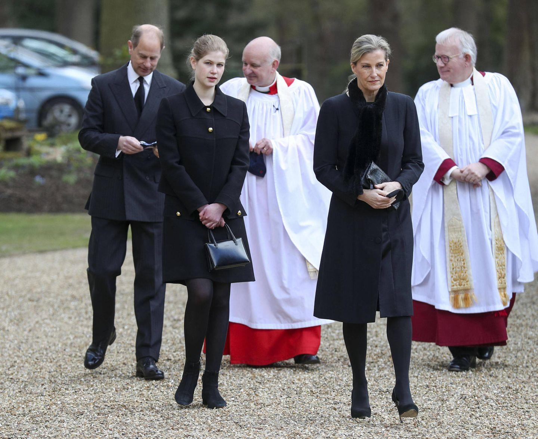 11. April 2021  In den schweren Stunden nach dem Todvon Prinz Philip hält die Familie zusammen. So wird Prinz Edward zum ersten Sonntagsgottesdienst nach dem Verlust seines Vaters von seinen Liebsten begleitet.
