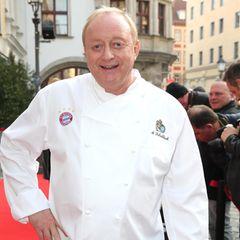 Alfons Schubeck ist bekannt für seine gute Küche. Der Mannschaftskoch des FC Bayerns brachte lange Zeit seines Lebens knapp 120 Kilogramm auf die Wage. Doch auf seinen neusten Fotos ist der 71-Jährige kaum wiederzuerkennen ...