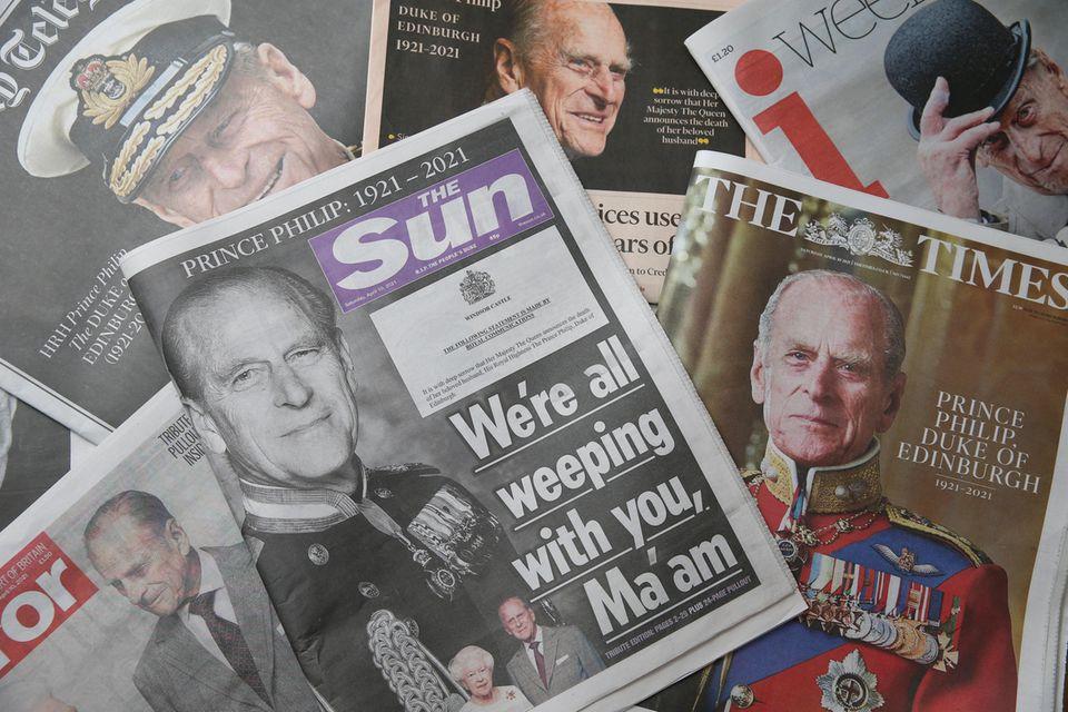 """Nach dem Tod von Prinz Philip schreibt """"The Sun"""": """"Wir alle weinen mit Ihnen, Ma'am""""."""