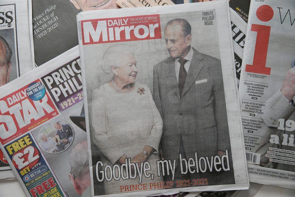 """""""Daily Mirror"""" wählt zum Tod von Prinz Philip ein Foto, auf dem der Verstorbene zusammen mit der Queen zu sehen ist. Die beiden wären 73 Jahre lang verheiratet."""