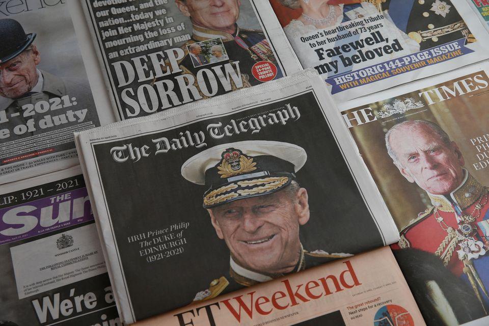 """""""The Daily Telegraph"""" wählt einen Tag nach dem Tod von Prinz Philip ein schlichtes Cover, auf dem der Herzog in Marineuniform zu sehen ist."""
