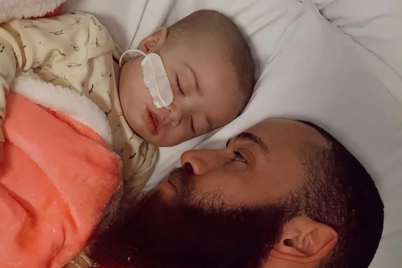 Ashley Cain musste seine leukämiekranke TochterAzaylia erneut ins Krankenhaus bringen.