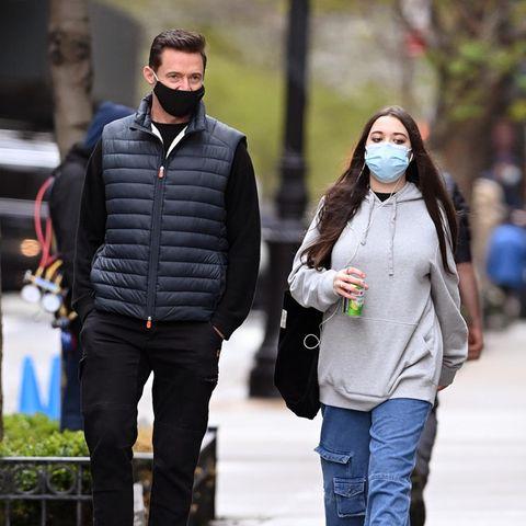Noch geht Ava ihrem berühmten Vater Hugh Jackman bis zur Schulter – vielleicht nicht mehr allzu lange. Beim Papa-Tochter-Spaziergang in New York fällt auf: Die 15-Jährige ist ganz schön erwachsen geworden.