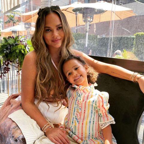 Chrissy Teigen und Tochter Luna