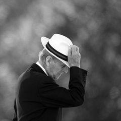 """9.April 2021 Prinz Philip (99)  Die Welt trauert umPrinz Philip, den Herzog von Edinburgh und Prinzgemahl von Queen Elizabeth. Prinz Philip verstirbtzwei Monate vor seinem100. Geburtstag. Der Buckingham Palast teilt im Namen der Queen mit, dass er """"friedlich im Schloss von Windsor"""" seine letzten Atemzüge tätigte."""
