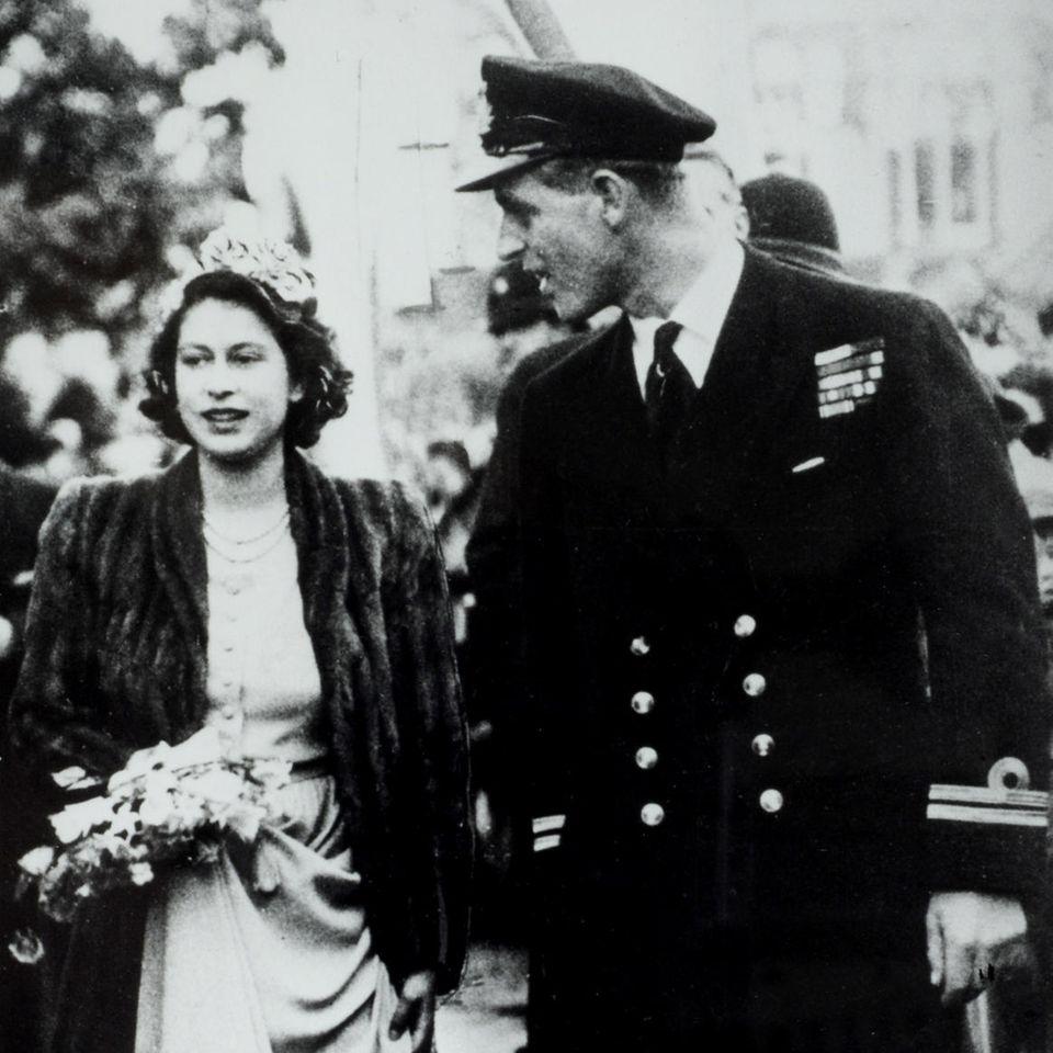 Die heute Queen Elizabeth und Prinz Philip in 1946.