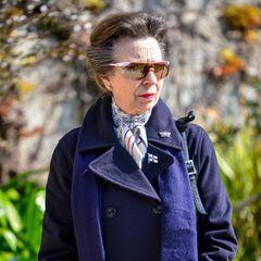 """14. April 2021  Es ist der erste royale Termin, den Prinzessin Anne seit dem Tod ihres Vaters Prinz Philip wahrnimmt. Nur fünf Tage nach seinemtraurigen Verlust besucht sie den Jachtclub """"Royal Yacht Squadron"""" in Cowes."""