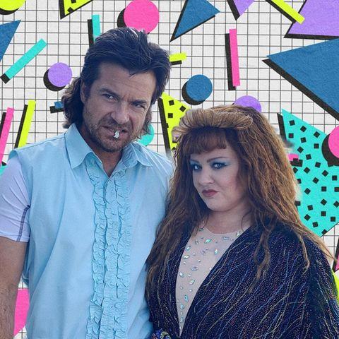 """Ja ist denn schon wieder 1985? Das Schauspiel-Duo Jason Bateman und Melissa McCarthy zeigen sich von Kopf bis Fuß in 80er-Jahre-Trends und machen bereits jetzt schon Lust auf deren Film """"Thunder Force"""". Auch bei den Fans scheint genau diese 80er-Jahre-Szene am besten anzukommen. Unter dem Post findet man unzählige Kommentare, die sich mit Lobeshymnen überschlagen."""
