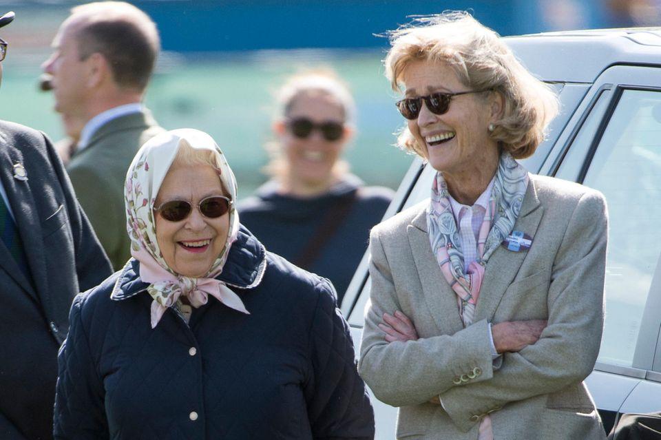 Queen Elizabeth undPenelope Knatchbull