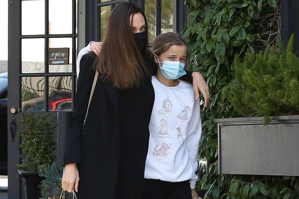 Aus dem kleinen Sprössling ist eine große, selbstbewusste junge Dame geworden, die ihrer älterenSchwester Shiloh Jolie-Pitt immer ähnlicher wird.