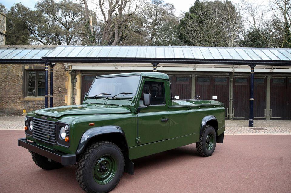 Dieser Land Rover Defender TD5 130 wurde nach Prinz Philips Wünschen umgebaut. Das Foto gab der Palast heraus.