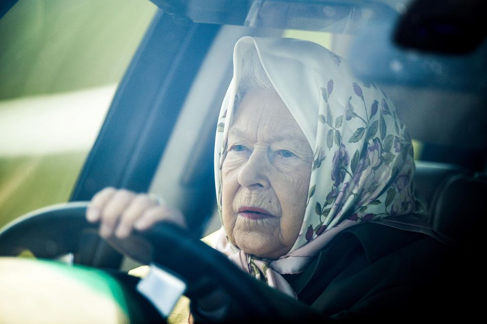Queen Elizabeth am Steuer (Archivfoto)